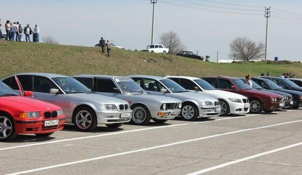 День BMW провели в КБР участники общественной организации «М Драйв»