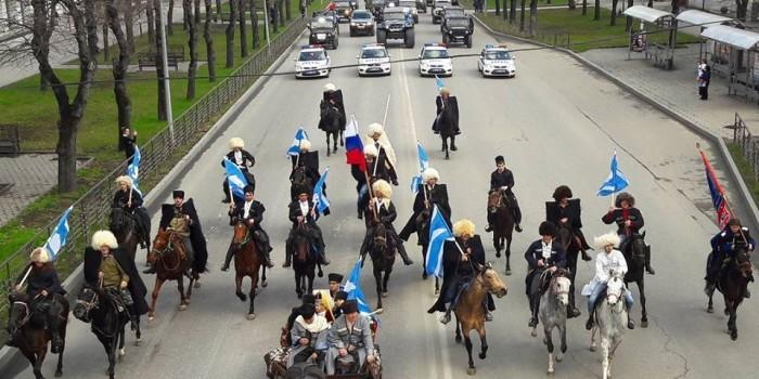 Более 100 автомобилей приняли участие в пробеге, посвященном Дню возрождения балкарского народа.